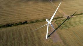 Vista aérea do moinho de vento no por do sol fotografia de stock