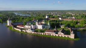 Vista aérea do monastério de Cyril-Belozersky, Kirillov, Rússia video estoque