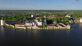 Vista aérea do monastério de Cyril-Belozersky, Kirillov, Rússia vídeos de arquivo
