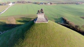 Vista aérea do monte do leão com terra de exploração agrícola ao redor video estoque