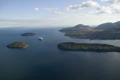 Vista aérea do navio de cruzeiros das ilhas do porco-, da baía do francês e da Holland America no porto, parque nacional do Acadi Imagem de Stock Royalty Free