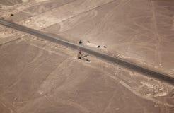 A vista aérea do Nazca alinha (árvore e mãos) com observação imagens de stock