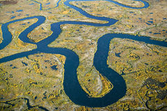 Vista aérea do pântano, abstração do pantanal do sal e seawater, e Rachel Carson Wildlife Sanctuary em Wells, Maine Foto de Stock