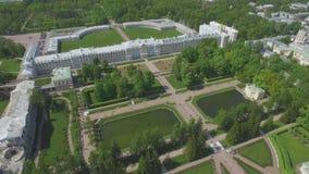 A vista aérea do palácio de Catherine e Catherine estacionam filme