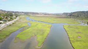 Vista aérea do pantanal bonito da lagoa do Los Penasquitos filme