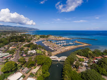 Vista aérea do porto da cidade de Haleiwa Imagem de Stock Royalty Free
