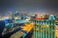 Vista aérea do porto interno na noite, em Baltimore, Maryland imagem de stock