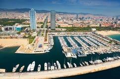 Vista aérea do porto Olimpic Barcelona foto de stock