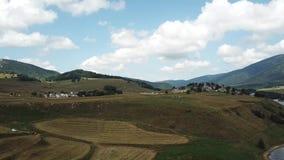 Vista aérea do prado cultivado em Capcir, França video estoque