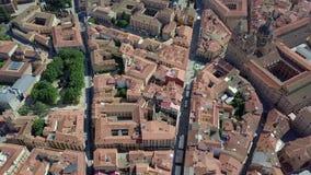 Vista aérea do quadrado principal e da catedral em Salamanca, Espanha video estoque