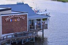 Vista aérea do restaurante da casa de barco sobre o lago na área de Buena Vista do lago fotografia de stock