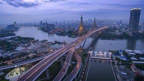 Vista aérea do rio do chaopraya do cruzamento da ponte do bhumiphol fotografia de stock