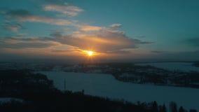 Vista aérea do rio do inverno no por do sol vídeos de arquivo