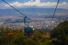 Vista aérea do teleférico na montanha de Vodno Imagem de Stock