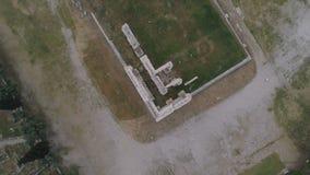 Vista aérea do Templo de Zeus em Olympia, Atenas, e parte moderna da cidade vídeos de arquivo
