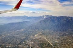 Vista aérea do Upland, Rancho Cucamonga, vista do assento de janela mim imagem de stock