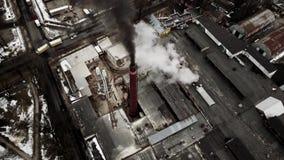 Vista aérea do zangão na fábrica industrial vídeos de arquivo