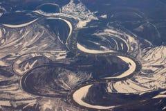 Vista aérea dos bancos de areia do gelo que flutuam em um rio imagem de stock royalty free