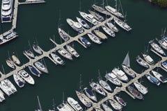 Vista aérea dos barcos de vela entrados fotos de stock