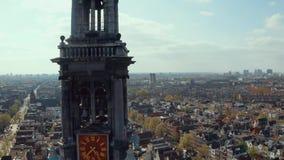 Vista aérea dos canais estreitos e arquitetura em Amsterdão vídeos de arquivo