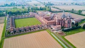 Vista aérea dos di Pavia de Certosa, do monastério e do santuário na província de Pavia, Lombardia, Itália fotos de stock royalty free