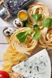 Vista aérea dos ingredientes para uma receita italiana da massa na oxidação Imagem de Stock Royalty Free