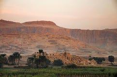 Vista aérea dos túmulos dos nobres, situados na necrópolis de Theban foto de stock royalty free