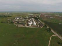 Vista aérea dos tanques de armazenamento do óleo Foto de Stock