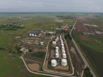 Vista aérea dos tanques de armazenamento do óleo Imagem de Stock