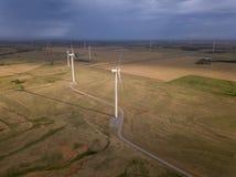 Vista aérea dramática de las turbinas de viento en Oklahoma Fotografía de archivo libre de regalías