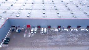 Vista aérea em baías de carga no centro de distribuição aéreo foto de stock royalty free