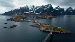 Vista a?rea em ilhas de Lofoten em Noruega, destino popular do turista a?reo vídeos de arquivo