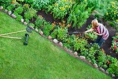 Vista aérea em mulheres no jardim Fotos de Stock Royalty Free