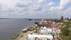 Vista aérea em um festival de música video estoque