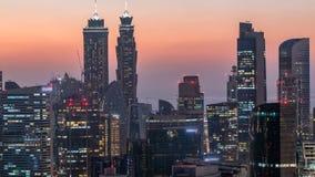 Vista aérea escénica de un día moderno grande de la ciudad al timelapse de la noche Bahía del negocio, Dubai, United Arab Emirate metrajes