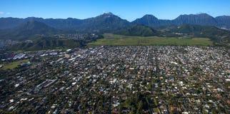 Vista aérea hermosa de Kailua, Oahu Hawaii en el lado de barlovento más verde y más lluvioso de la isla imagen de archivo