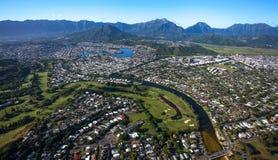 Vista aérea hermosa de Kailua, Oahu Hawaii en el lado de barlovento más verde y más lluvioso de la isla fotos de archivo