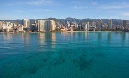 Vista aérea hermosa de la playa Oahu Hawaii de Waikiki imagen de archivo