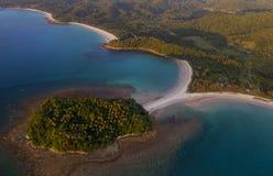 Vista aérea hermosa de la playa de Pantai en Kudat, Malasia foto de archivo