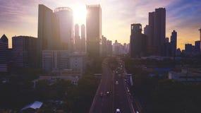 Vista aérea hermosa del paisaje urbano de Jakarta con la silueta moderna de los edificios Imagenes de archivo