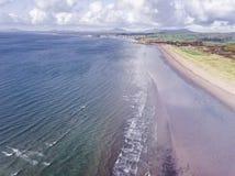 Vista aérea hermosa, pintoresca de la costa costa en la playa de Porthmadog en País de Gales, Reino Unido Foto de archivo libre de regalías
