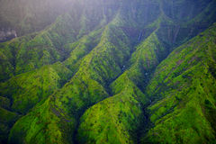 Vista aérea imponente de selvas espectaculares, Kauai imágenes de archivo libres de regalías