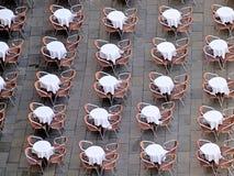 Vista aérea interessante das tabelas e das cadeiras em Veneza fotografia de stock royalty free