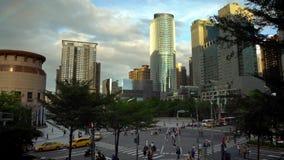 vista aérea 4k de la calle con el tráfico y los peatones, paisaje urbano Taipei almacen de metraje de vídeo