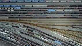 vista aérea 4K de la yarda del carril del ferrocarril metrajes