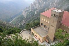 Vista aérea a la estación Montserrat-Aeri de un cablecarril, Montserrat, Cataluña, España Fotografía de archivo