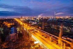 Vista aérea a la noche Voronezh en la última caída, vista al área industrial de la planta mecánica de Voronezh imagen de archivo libre de regalías