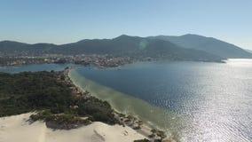Vista aérea Lagoa a Dinamarca Conceicao e dunas em Florianopolis - Santa Catarina - Brasil Em julho de 2017 filme