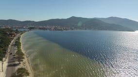 Vista aérea Lagoa a Dinamarca Conceicao e dunas em Florianopolis - Santa Catarina - Brasil Em julho de 2017 vídeos de arquivo