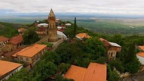 Vista aérea maravilhosa da cidade de Signagi que negligencia o vale de Alazani, sightseeing filme